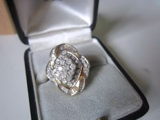 Ring with 1.00 ct in round diamonds and 1.00 ct in baguette diamonds, total of 2.00 ct in 585 yellow gold