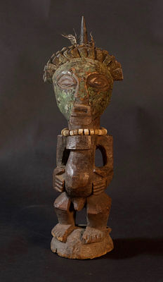 African tribal  Nkisi with copper face - SONGYE - D.R.C. Democratic Republic Congo