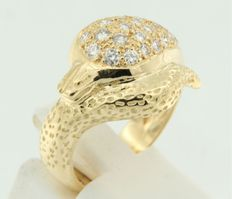 18K yellow gold ring shaped like a snake, set with brilliant cut diamonds