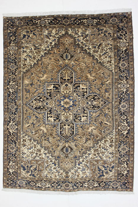 Large Heriz Persian Rug, Iran, One Of The Most Beautiful Types Of Simple  Iranian
