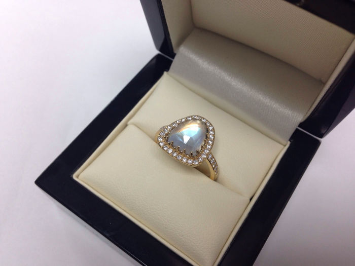 Faceted 3ct Rainbow Moonstone 18kt Gold Ring with 0.35ct diamonds