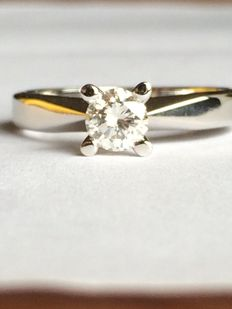 14 kt white gold solitaire ring with 0.45 ct brilliant cut diamond (G, VS2) – size 17.5