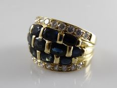 Yellow gold ring with 22 brilliants and 13 blue sapphires