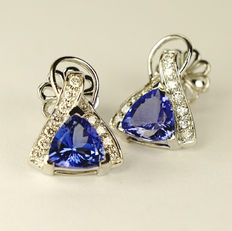 White gold earrings with 1.50 ct tanzanite and 0.33 ct diamonds