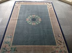 Hand-knotted Rug from China. 185 X 272