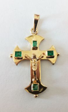18 kt gold cross with emeralds