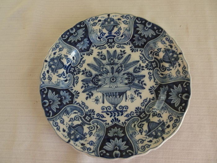 Tichelaar 3 wall plates with floral decor of which 2 for Decor traduction