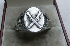 Military silver ring WW2   ---  rare  collectable item