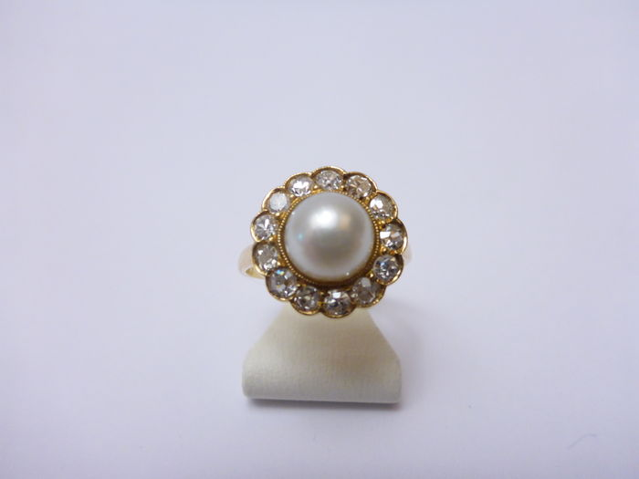 14 kt gold entourage ring with 0.60 ct diamond and pearl – ring size 16¼
