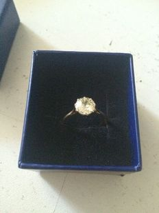 Antique engagement ring in gold set with a diamond