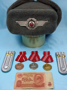 GERMANY - DDR - Wintermütze, Pelzmütze, Medals set of 10, 15 and 20 years of service, shoulder Palettes and Rubles
