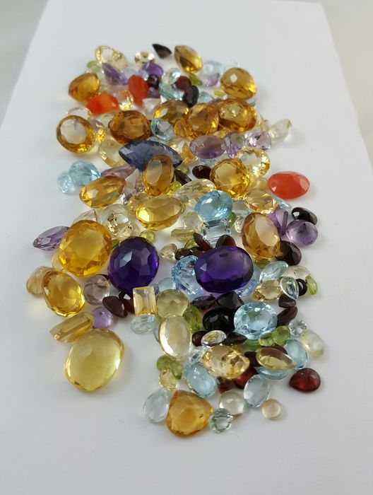Lot of more than 350 ct with Diamonds, Sapphires, Rubies ...