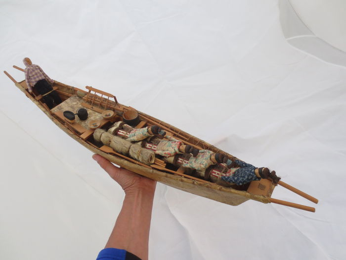 Old INUIT Umiak Model Boat For Women ESKIMO Greenland