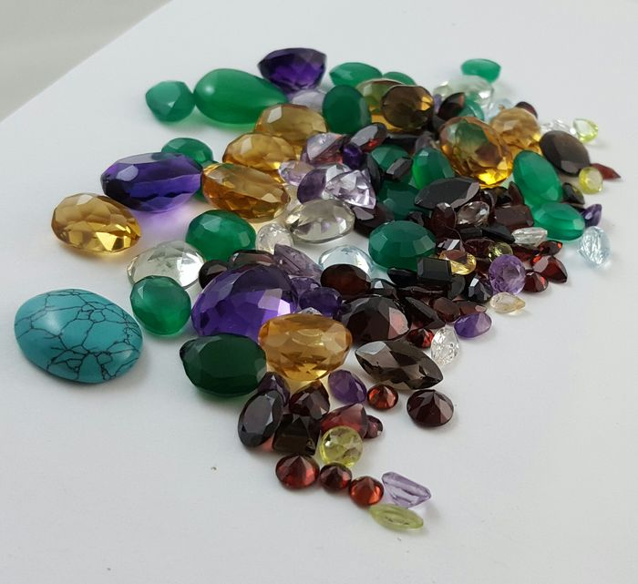 Lot of more than 280 ct with diamond, ruby, emerald ...