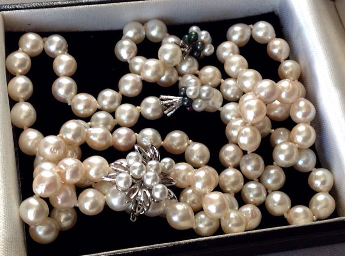 Akoya pearl (7 mm) and 14 kt gold necklace