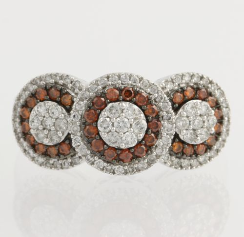14 kt white gold ring set with 83 white diamonds and 33 orange diamonds, diamonds of 0.90 ct in total