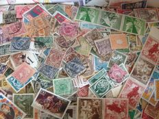World - Box with 1.3 kilo of stamps (approx. 25,000 pieces) old to modern