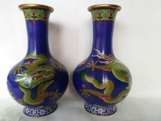 Pair of cloisonne vases with a scene of dragons on the hunt for the burning pearl - China - 2nd half of the 20th century