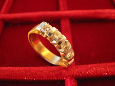 Women's ring in 18 kt gold and diamonds