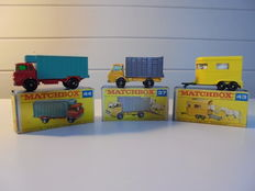 Lesney Matchbox - Misc. scales - Lot with 3 Models: GMC Refrigerator Truck No.44c, Dodge Cattel Truck No.37c and Pony Trailer No.43c
