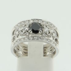 IGI certified 18 kt white gold ring set with white and centrally a black brilliant cut diamond, approx. 1.20 ct in total
