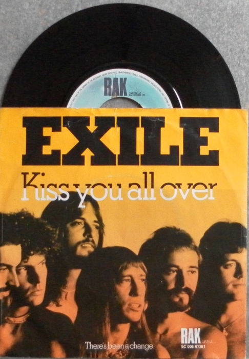 Golden Hitparade of the 70's  40 top hitsingles : Exile - Gibson Brothers - Tom Jones - John Rowles - Heatwave - Carpenters - Van Morrison and many more .