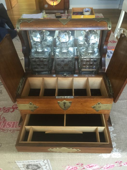 Solid wood liquor travel case - likely from England, 20th century