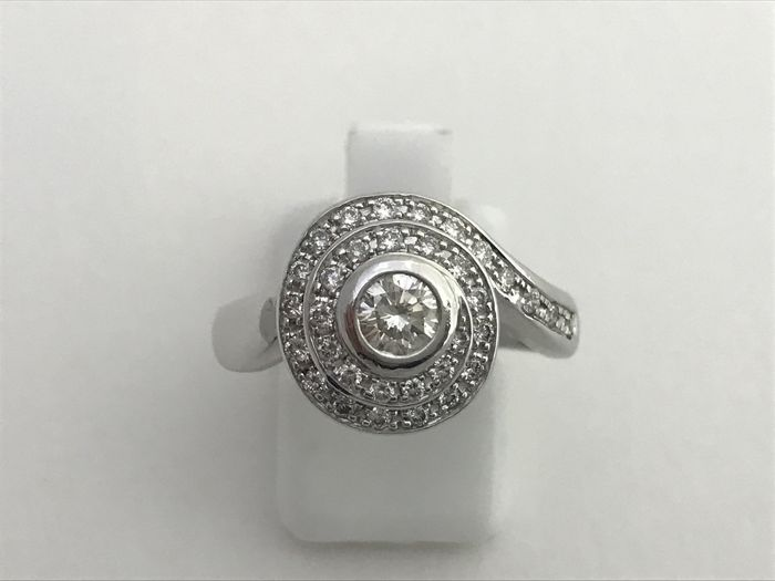 Cocktail ring white gold 18 kt - 34 Diamonds 0.55 ct total - Size 16.5 (SP)
