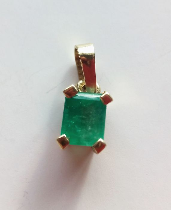 Pendant with emerald and gold