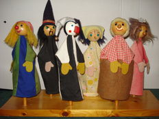 6 Goki Hand puppets with wooden stand