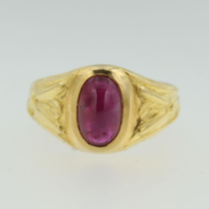 18 kt yellow gold ring with ruby, ring size 17 (53).