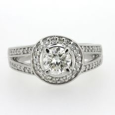 Ring in bangle style with 47 diamonds, 1.1 ct