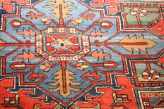 "Rare Antique Persian Heriz large size carpet in blue and red colours size 420 x 350cm (13'8""x11'5"")"