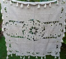 Superb tablecloth - hand-embroidered linen, cotton - France - Mid 19th century
