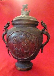 Pot with lid adorned with dragons, signed - Japan - end of the nineteenth century