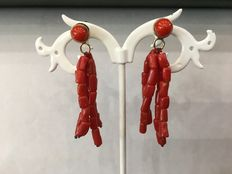 Pair of 18 kt yellow gold earrings with natural Mediterranean red coral