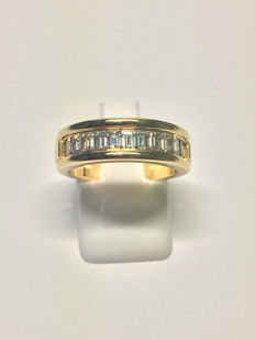 18 kt gold ring with 1.10 ct diamonds, Wesselton Top