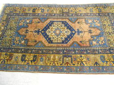 Beautiful rare Turkish rug with magnificent colours, 180 x 107 cm End of the 20th century