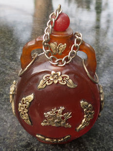 Large amber snuff bottle – Tibet – early 20th century
