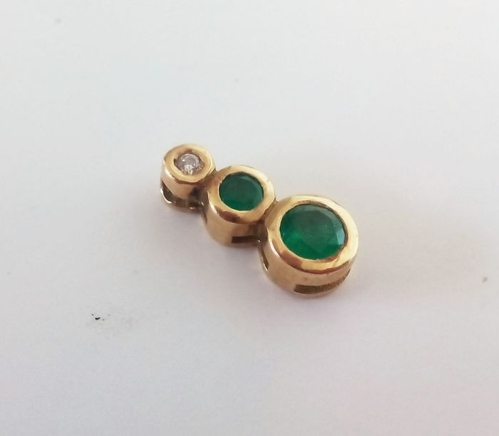 Pendant with emeralds and diamond in 18 kt gold - Pendant measurements: 12x6 mm