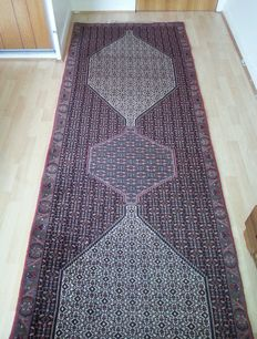 Persian carpet – Senneh runner