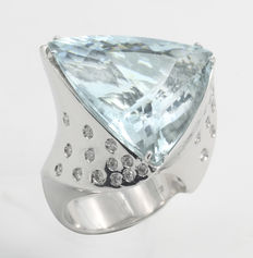 Ring in white gold with aquamarine and diamonds – hand finished – new
