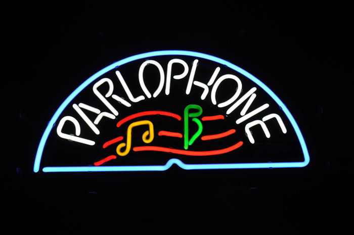 neon reclame parlophone. Black Bedroom Furniture Sets. Home Design Ideas