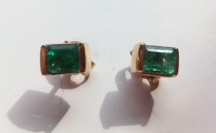 Earrings in yellow gold 18 kt with emeralds 2 g
