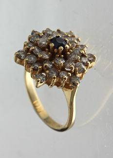 18 kt yellow gold ring inlaid with sapphire and diamond of 0.78 ct- ring size: 17