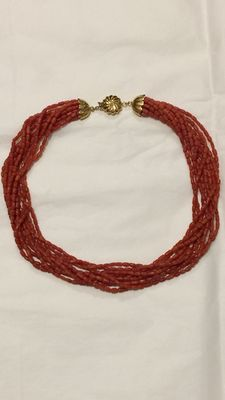 Torchon necklace – Natural Mediterranean coral – Large 18 kt gold clasp.