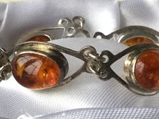 Around 1910/1920 , silver bracelet with natural Baltic amber.