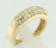 18 kt yellow gold ring set with brilliant cut diamonds.