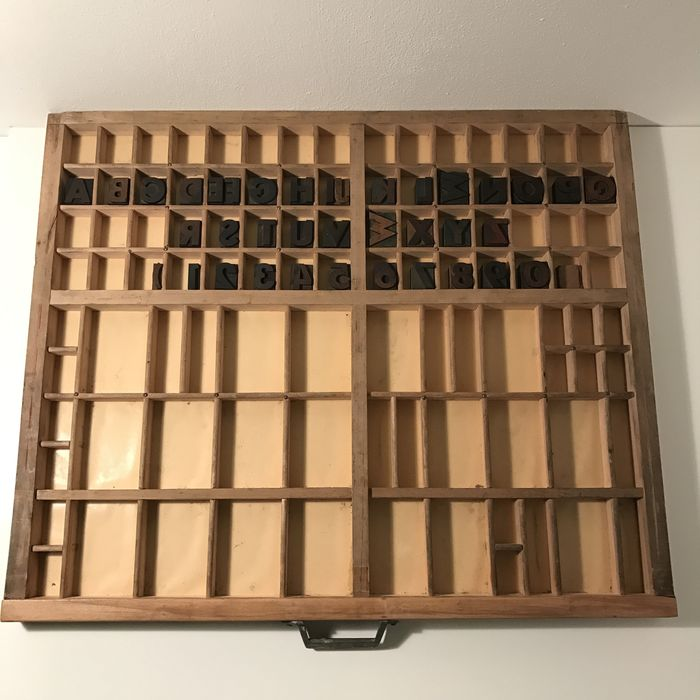 Letterpress drawer with wooden font characters in Deco style - Catawiki