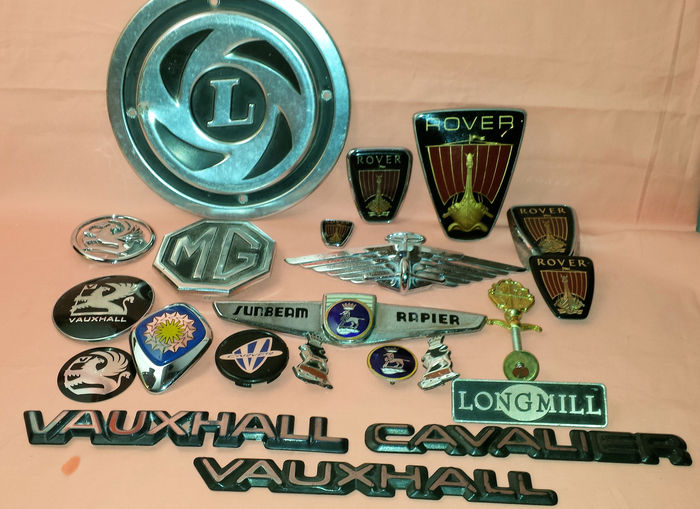Lot Of 22 Original Emblems And Suchlike Of English Car Brands Catawiki